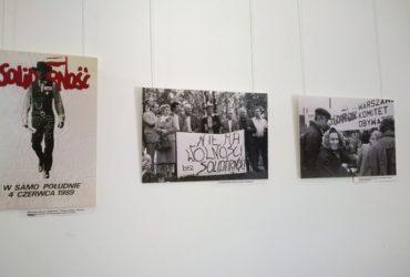 """wystawa fotografii Tomasza Wierzejskiego """"Polska 1989"""" 02.06.19"""